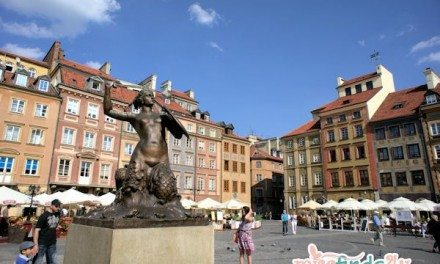 Photography: Skyrena Statue Old Town Market Square Warsaw Poland